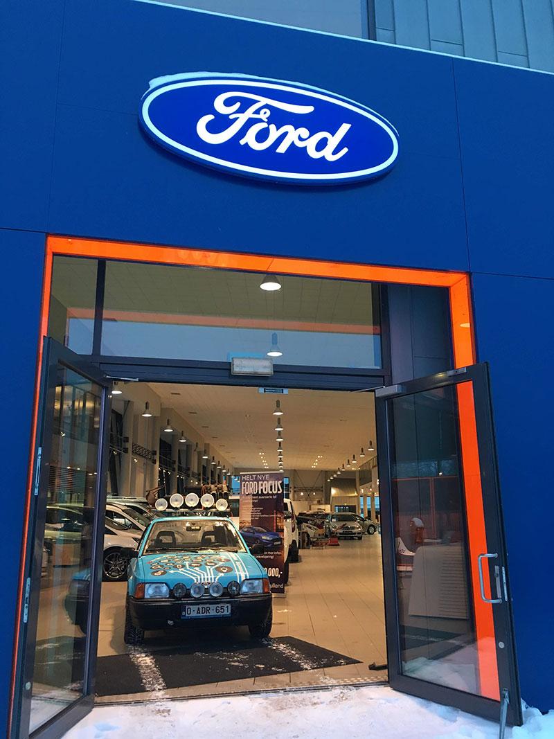 Codit-Barrell-Challenge-Ford-Showroom